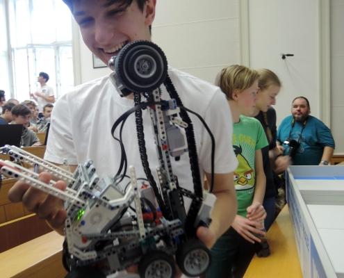 Letos bylo těžší robota zkonstruovat než naprogramovat.