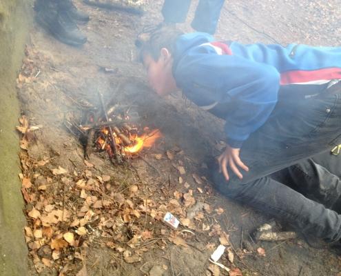 Mokrému dřevu je nutné pomáhat