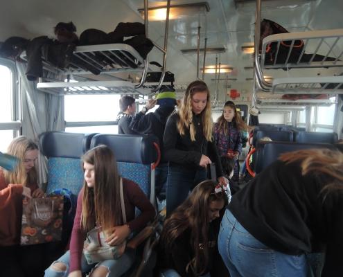 Ve vlaku se hrálo, zpívalo a rozdávaly se dárky