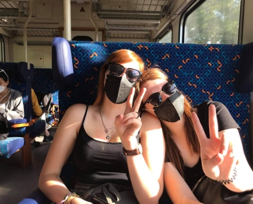 Ve vlaku s respirátorem