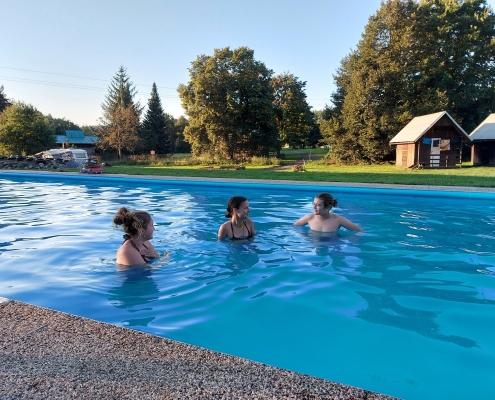 Bazén pěkně osvěží