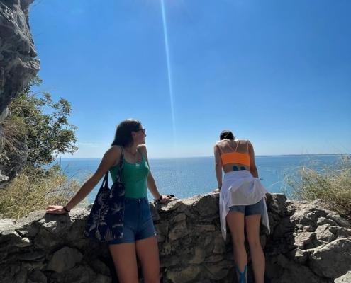 Výhled na moře z jedné z mnoha vyhlídek na tzv. Rilke Path