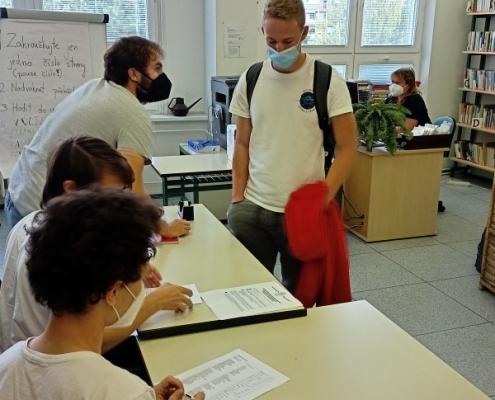 Volební komise při práci